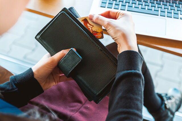نصائح لحل مشكلات بطاقة الائتمان والشيك المرفوض في المكاتب الأمامية