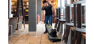 تنظيف المطاعم / منطقة تناول الطعام
