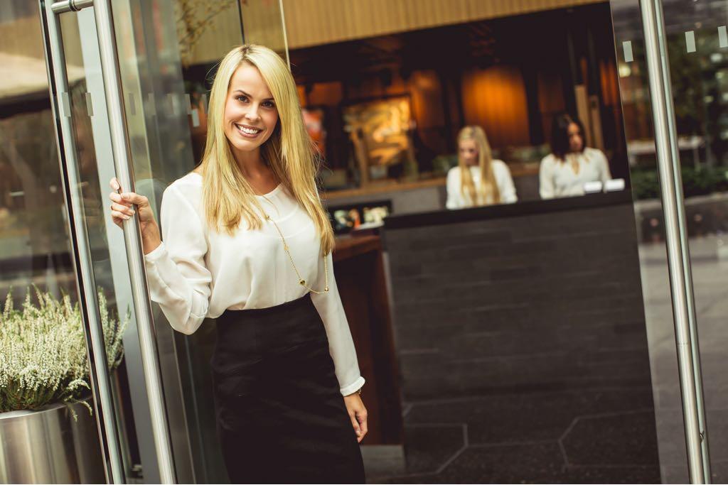 قائمة معايير الخدمة - لمضيف المطعم