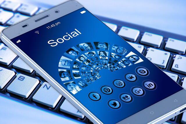 إدارة مواقع التواصل الإجتماعي وظهور محركات البحث