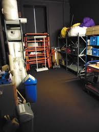 صيانة وتنظيف مخزن الطابق