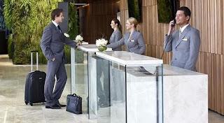 طرق لترقية غرفة الفندق مجانا